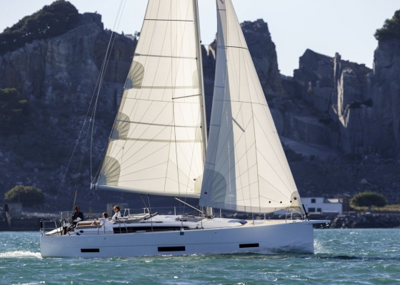 /barcos/dufour-390/